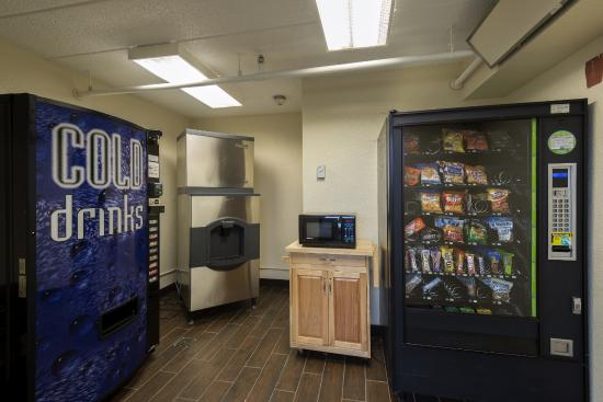 Red Roof Inn Chicago-Downers Grove: Vending Machines