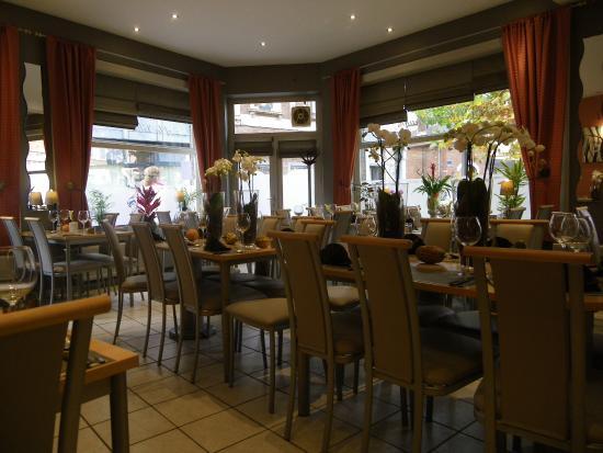 La Ville de Bruges : vue partielle de la salle de restaurant