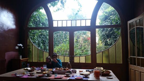 La Maison Zenasni: Breakfast time