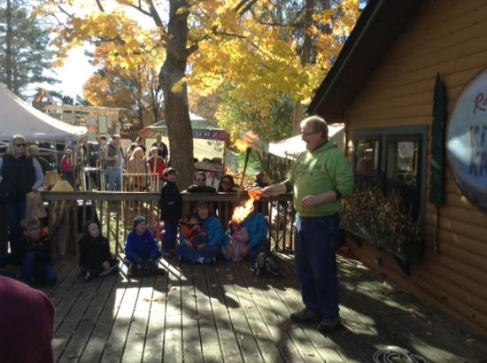 Ruttger's Bay Lake Lodge: Juggler show