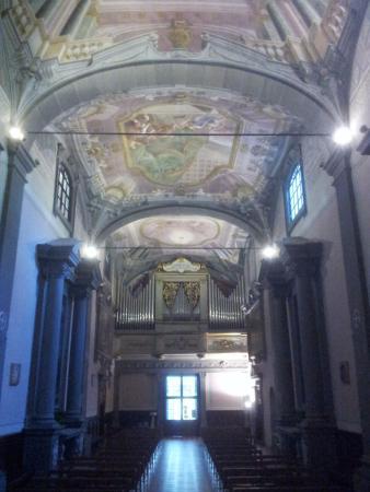 Vallombrosa, İtalya: L'interno della chiesa