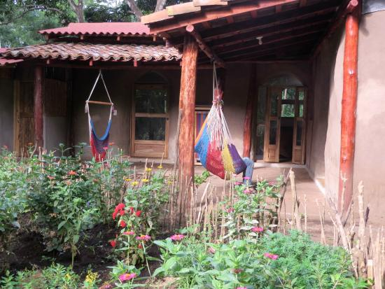 La Mariposa Spanish School and Eco Hotel: Cabin at the reserve Terrace on the butterfly garden