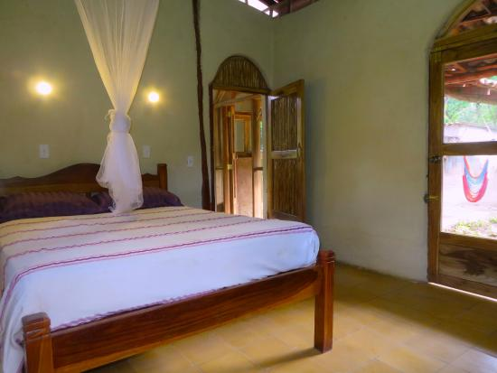 La Mariposa Spanish School and Eco Hotel: Cabin at the reserve One of 2 bedrooms in the family cabin