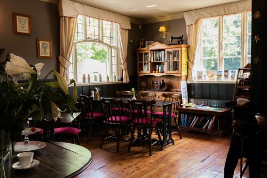 East Worldham, UK: traditional cosy bar