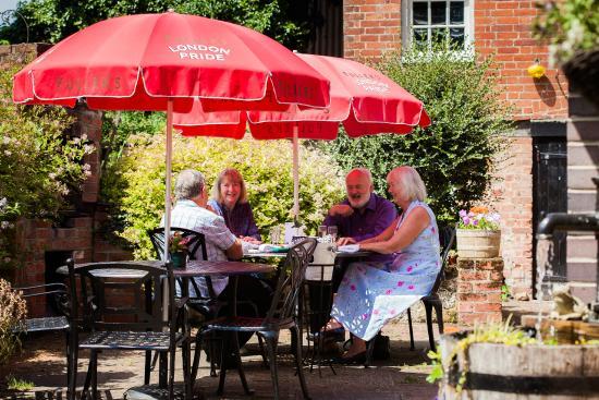 East Worldham, UK: Al fresco dinning