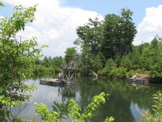 Tiger, جورجيا: Crystal clear, cool swimming lake