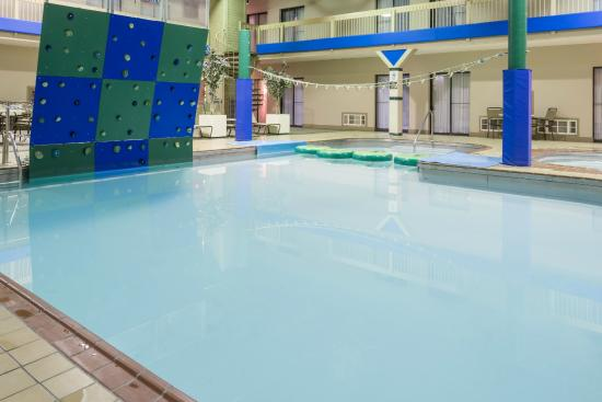 Ramada Fargo: Indoor Pool area with Rock Climbing Wall and Water Lily Pads