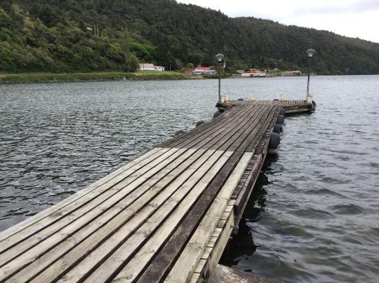Lakeland House Restuarant: Nearby jetty