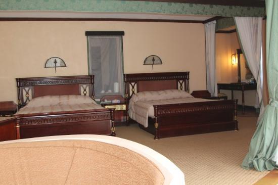 Lake Naivasha Sopa Resort: 2 Giant Beds In Room 13