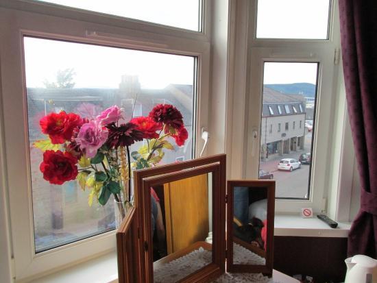 Ardconnel House B&B: nice bright bay window