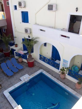 Hotel Leta: Courtyard pool