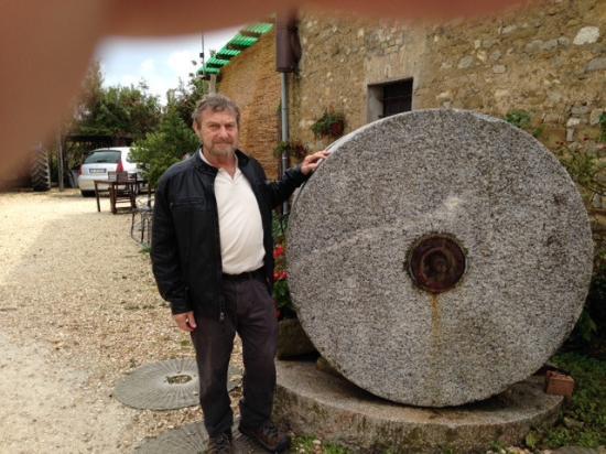 Antico Frantoio Nunzi : Antique olive oil pressing stone used generations ago