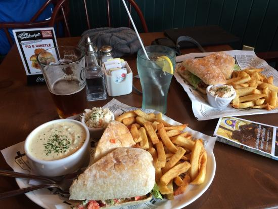 Water St. Fish & Chips : The chowder and lobster roll