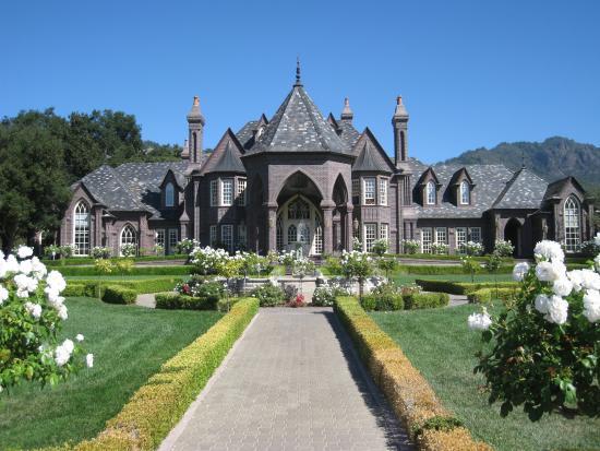 Ledson Hotel Castle