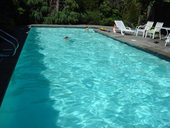 Surrey, Canadá: The private pool (seasonal)