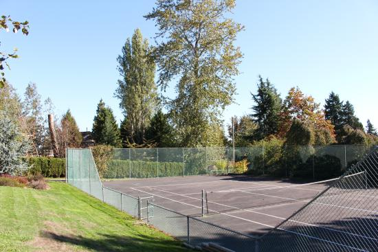 Surrey, Canadá: Private Tennis Court