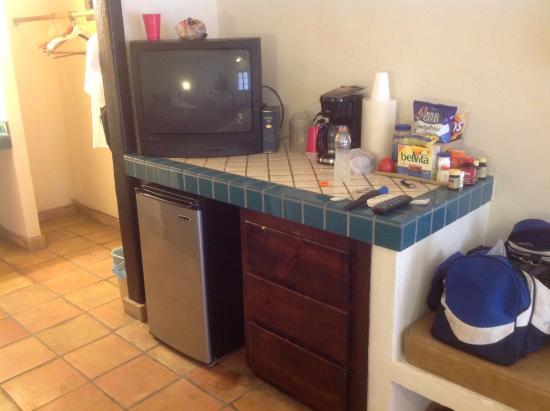 La Marina Inn : old TV - 3 channels all fuzzy