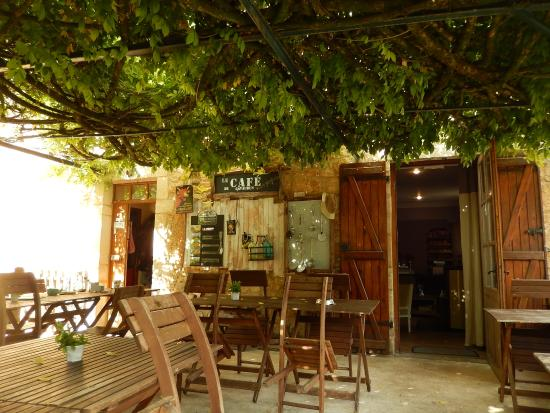 Le Cafe de Gavaudun : terraço