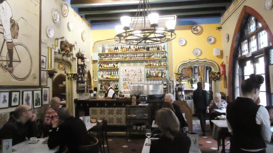 Restaurant Gats Barcelona : Charming old restaurant! picture of 4 gats barcelona tripadvisor
