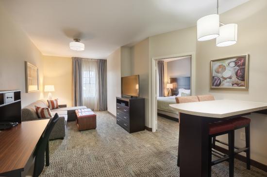 1 bedroom suite 1 king bed or 2 queen beds picture of - Two bedroom suites in houston tx ...