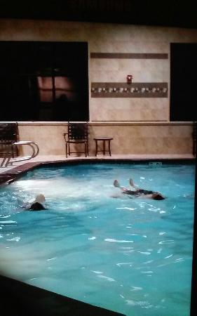 Hampton Inn & Suites Salt Lake City-West Jordan: Enjoying the indoor pool