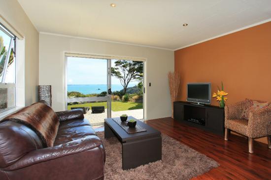 Koi Roc Waiheke Island Accommodation: the Pad lounge with sea views