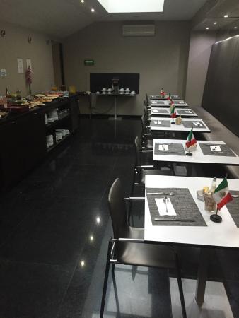 Eurostars Suites Reforma: Café da manhã