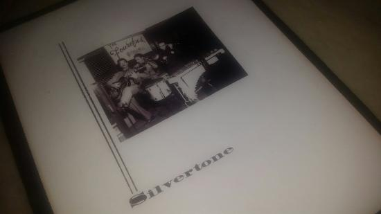 Silvertone Bar & Grill: Menu and dinner options at Silvertone.