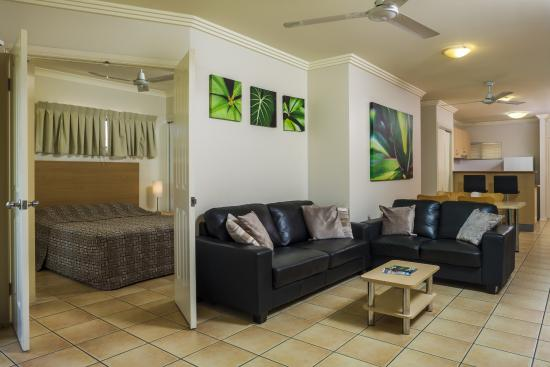 City Plaza Apartments Cairns: Living Room