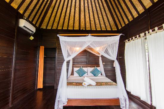 Poh Manis Lembongan: wooden stylist room with airconditioned