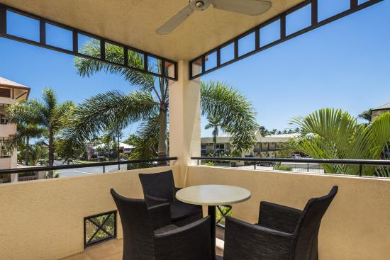 City Plaza Apartments Cairns: Front Balcony View
