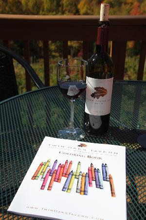 Twin Oaks Tavern Winery: Wine & coloring... ok, sure.