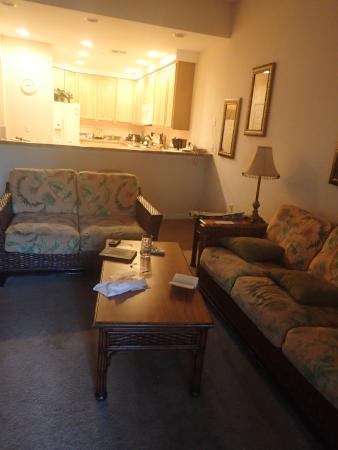 Caribe Cove Resort Orlando: living area and kitchen