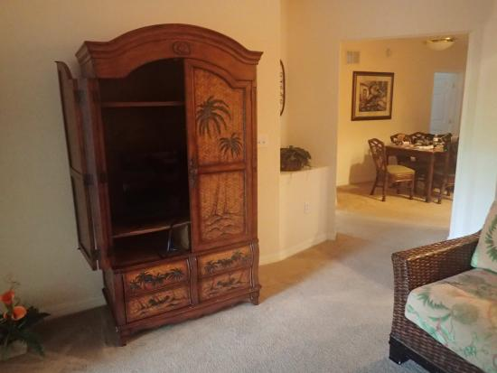 Caribe Cove Resort Orlando: ugly furniture in living area.