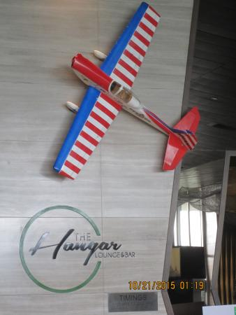 Holiday Inn New Delhi International Airport: Hangar Bar--where you unwind after a frenetic day.