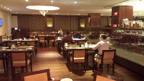 Hilton Garden Inn New Delhi / Saket: 20151102_063411_large.jpg