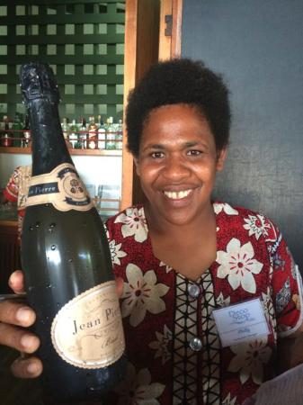DEco Stop Lodge Narcosis Bar & Restaurant: Philie, the Champagne seller :)