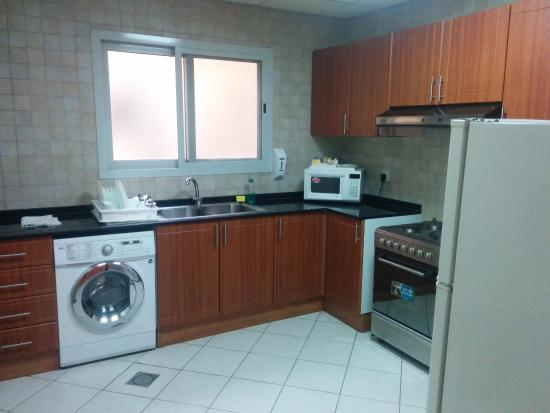 Winchester Grand Hotel Apartments: Kitchen