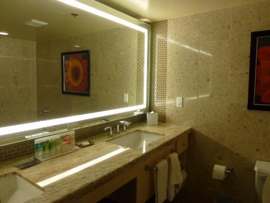 The Mirage Hotel & Casino: Bathroom