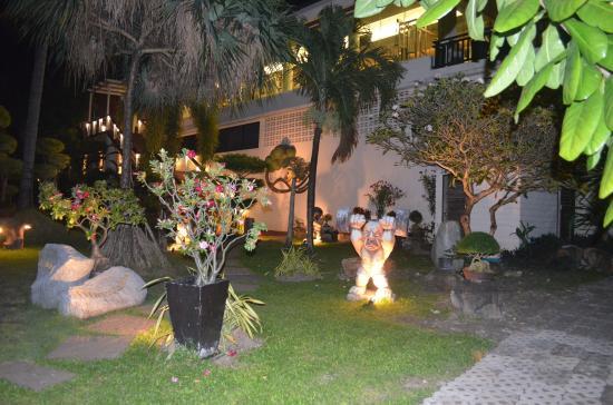 Phi Phi Banyan Villa: Тренажерный зал и сад
