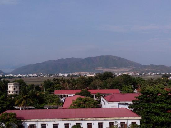 Golden Dragon Hotel: Вид с моего балкона