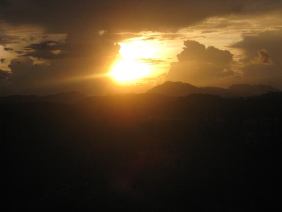 Sintok, Malaysia: Sunset from the room window