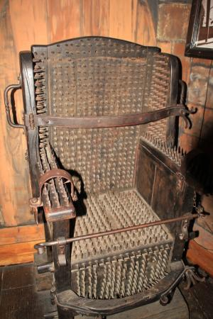 medieval torture The use of hideous torture methods and devices holds a fascination and to this day, as we see in the popularity of exhibits of medieval torture devices and the creativity that those who imposed torture during medieval times is truly amazing.