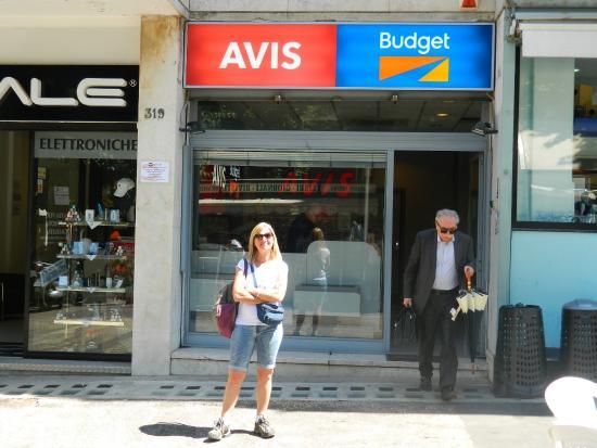 Direzionale Eur: Esperando el auto en el distrito Eur