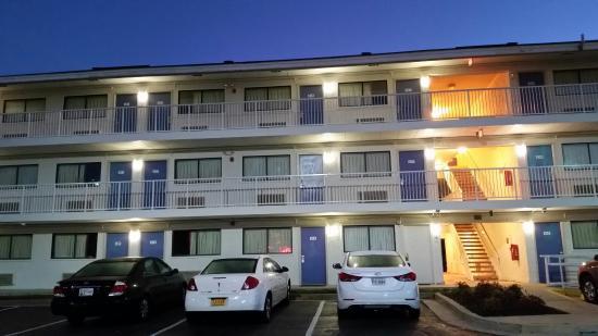 Motel 6 Washington, DC - Gaithersburg: 20151104_061302_large.jpg