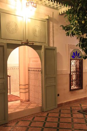 Riad Majala: Patio