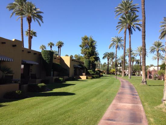 Litchfield Park, AZ: meticulously kept grounds