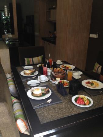 Cicada Luxury Townhouses: Breakfast is served