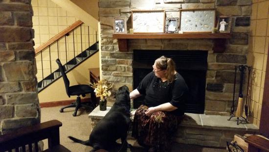 Saint Clair, Миссури: Staff Chrissy interacting with service dog (with permission)