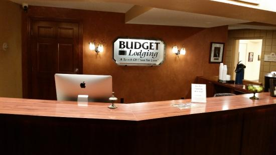 Saint Clair, MO: Front Desk, warm and welcoming